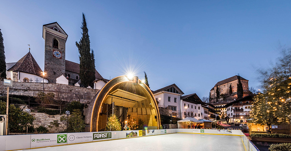 open air ice skating rink in Scena